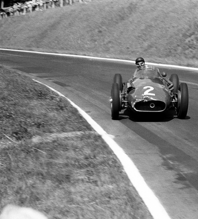 Fangio drifting.png