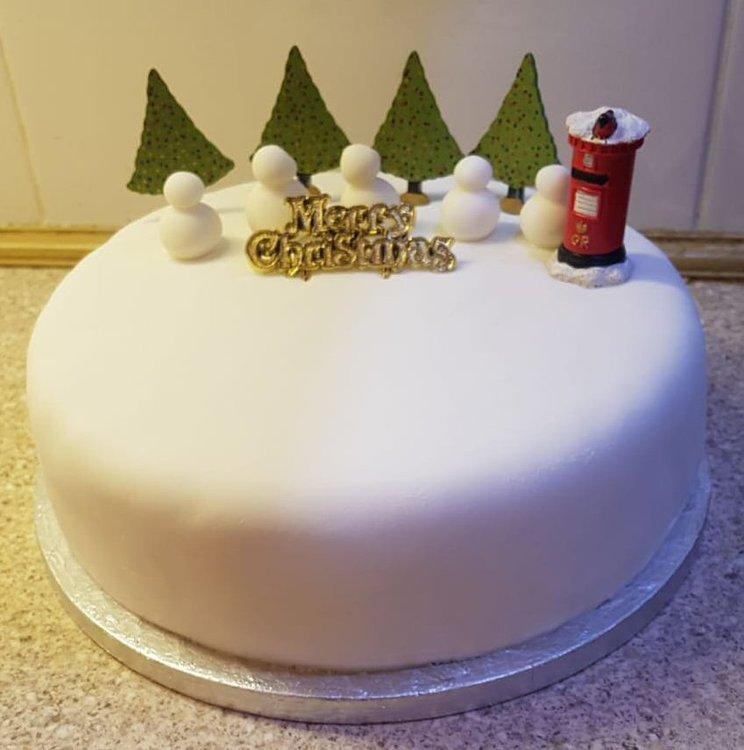 Cake.thumb.jpg.db03f8cec8182185e4055741d78f5d38.jpg