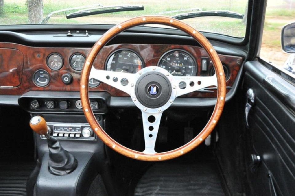 Steering Wheel; Thin or Fat rim? TR6
