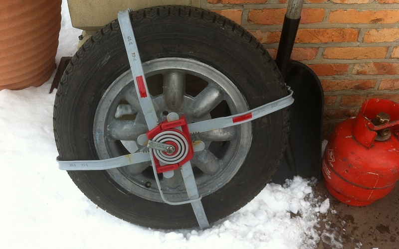 A set (pair)of snow ratchets for your TR i have 2 sets available i think both sets are unused,had mine on this  to get out of village and yes roof down .They will fit std wheels and wires with spinners