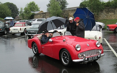 A very wet start at Tetbury. Robert and Lesley brave the elements.