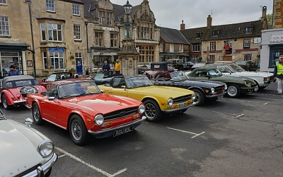 Uppingham Square - cars ready to depart for the Stilton Cheese Run