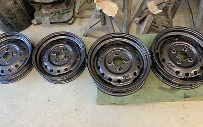 Original TR2 wheels fixed and painted (anthracite)
