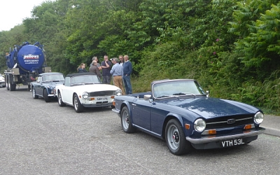 Big discussion as to how to attach the smelly trailer to back of the TR4A.