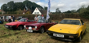 Kennet Valley Group enjoy great day out at Yattendon with loads of Classics on show!