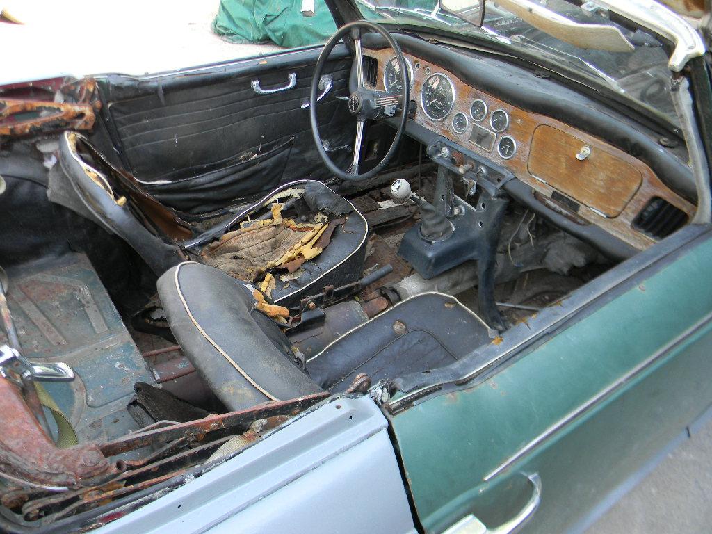 Triumph TR4A IRS body off restoration Part 1 - OCT 2017