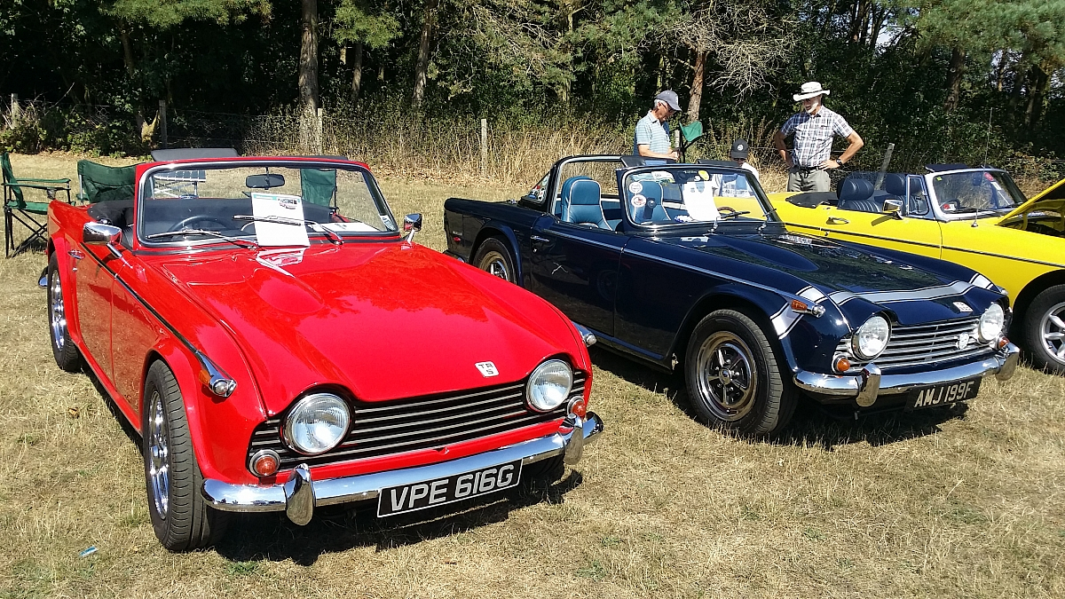 Kennet Valley TR Group enjoy a lovely summers day 'raiding' the MG Picnic!