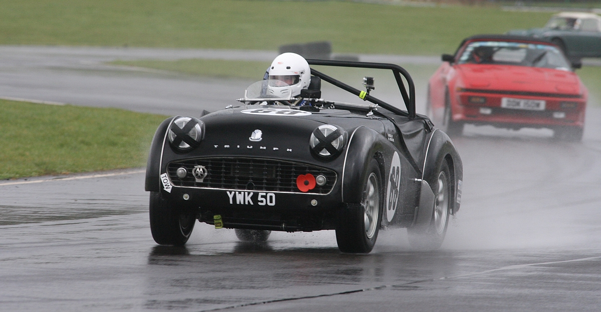 Bedford and Cadwell Park Track Days - Book Now
