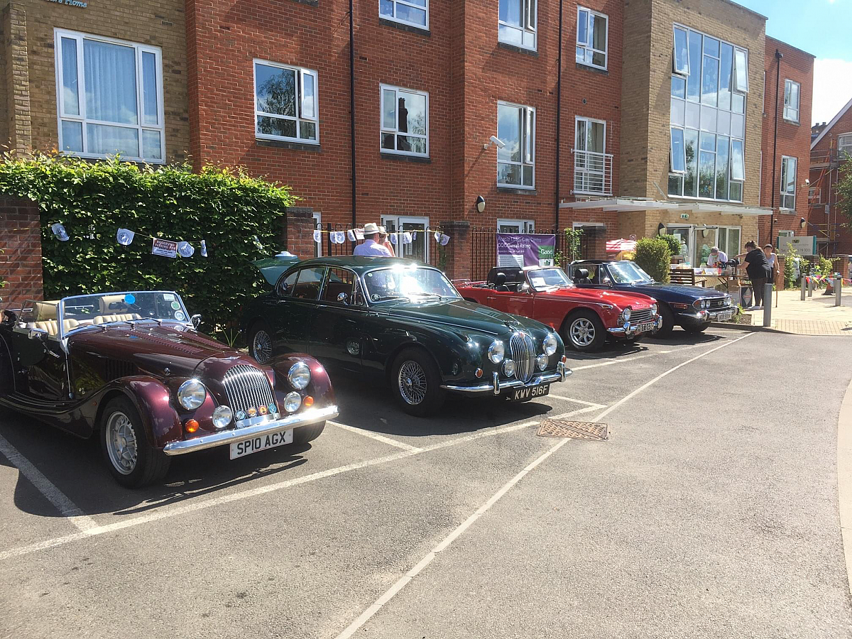 Kennet Valley Group Members help to give Acacia Care Home Residents a Special Memory Day!