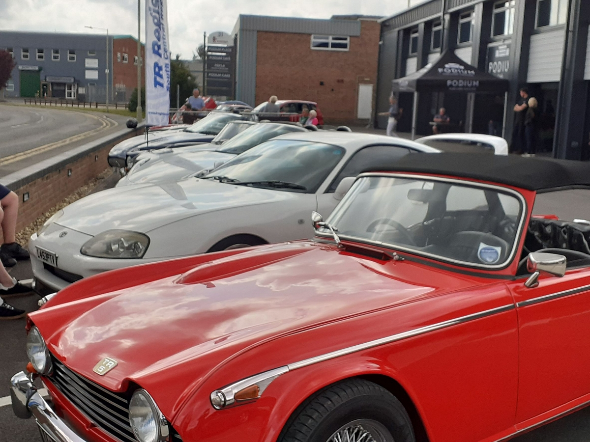 Kennet Valley Group enjoy a light lunch and Supercars at the Podium.